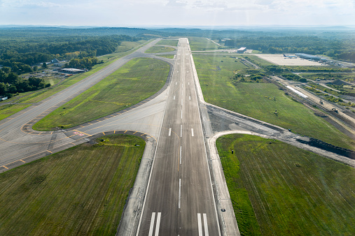 Airport Runway「Aerial view of airplane landing strip」:スマホ壁紙(1)
