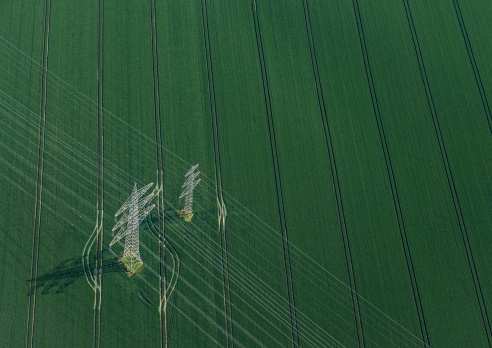 Cable「Aerial view of power poles on green field」:スマホ壁紙(15)