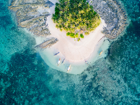 Reef「Aerial view of tropical island with surrounding reef」:スマホ壁紙(16)