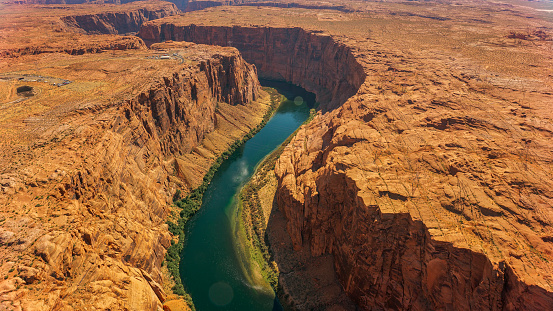 Sedona「Aerial view of Colorado River flowing amidst rock formations」:スマホ壁紙(5)