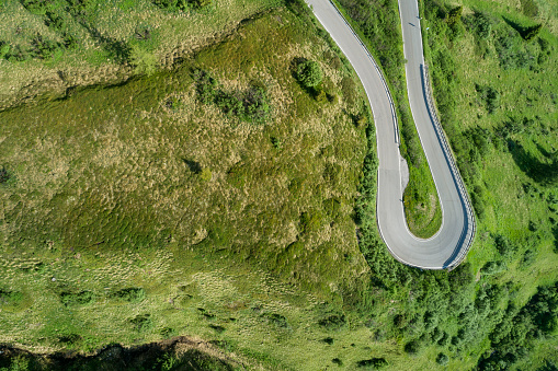 Hairpin Curve「Aerial view of road with hairpin, Passo Pordoi.」:スマホ壁紙(18)