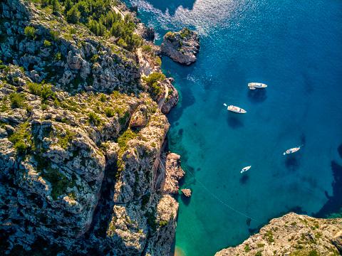 Catamaran「Aerial view of Sa Calobra beach in Mallorca」:スマホ壁紙(1)