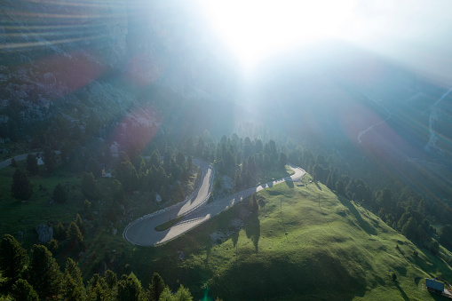 Hairpin Curve「Aerial view of winding road with hairpin, Sella Pass.」:スマホ壁紙(4)