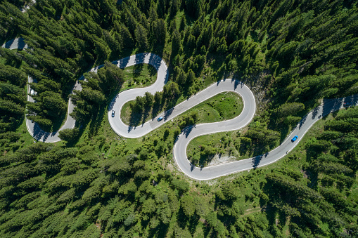 Hairpin Curve「Aerial view of winding road with hairpin, Passo Giau.」:スマホ壁紙(17)