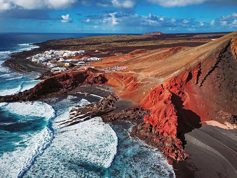 黒砂「エル湾、ランサローテ島、カナリア諸島の空撮」:スマホ壁紙(18)