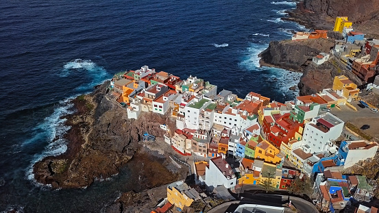 Canary「Aerial view of small clifftop village La Caleta de Arriba, Gran Canaria, Canary islands, Spain.」:スマホ壁紙(4)