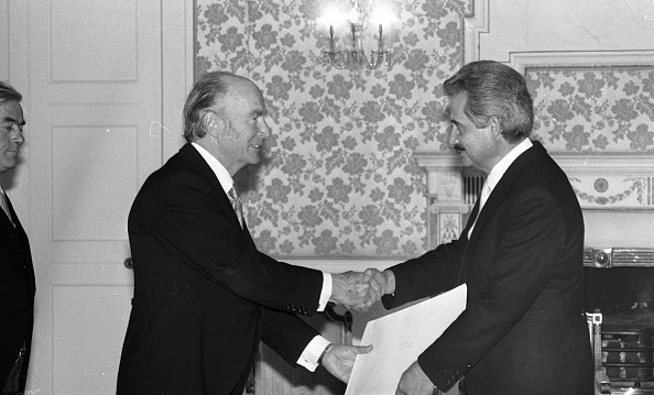 Republic Of Cyprus「President Patrick Hillery and Ambassador of the Republic of Cyprus Angelos Angelides at Aras an Uachtarain 1985」:写真・画像(5)[壁紙.com]