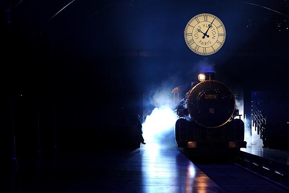 Atmosphere「Louis Vuitton: Runway - Paris Fashion Week Womenswear Fall/Winter 2012」:写真・画像(16)[壁紙.com]