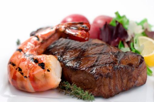Seafood「Surf and turf seafood dinner on plate」:スマホ壁紙(3)