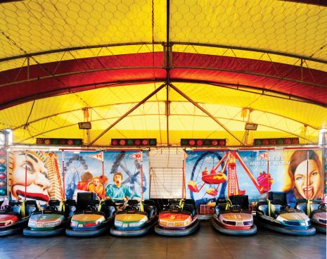 Queensland「Australia, Queensland, empty dodgem cars at fairground ride」:スマホ壁紙(3)