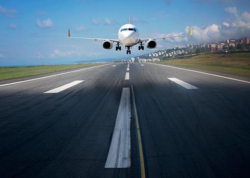 Approaching「Passenger airplane landing or taking off.」:スマホ壁紙(10)