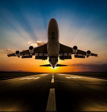 Approaching「Passenger airplane taking off at sunset」:スマホ壁紙(14)