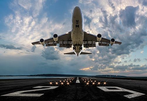 Airport Runway「Passenger airplane taking off at sunset」:スマホ壁紙(14)