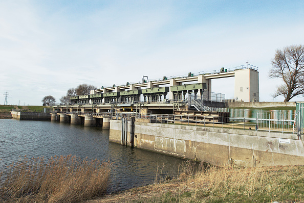 King's Lynn「Tail Sluice gate on the River Great Ouse, a flood defence system for the surrounding countryside and Kings Lynn Power Station, Norfolk, UK」:写真・画像(2)[壁紙.com]
