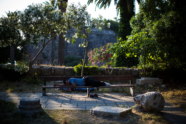 Bench「Migrants Continue To Arrive On Greek Island Of Kos」:写真・画像(1)[壁紙.com]