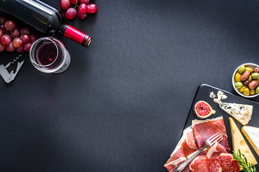 Nut - Food「Appetizer frame: red wine, cured ham and cheese on on black background」:スマホ壁紙(15)