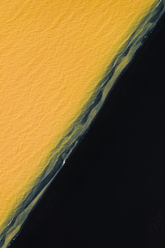 アイスランド ゴールデンサークル「Black beach and unusual coloured water, southern region of Iceland - Diagonal」:スマホ壁紙(16)