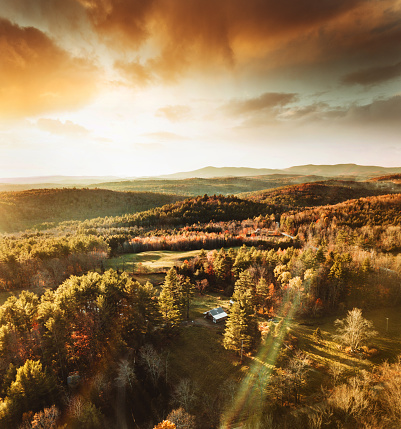 Log Cabin「cabin in vermont in autumn」:スマホ壁紙(6)