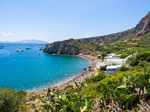 Bungalow「Sicily, Aeolian Islands, Panarea, View to bay」:スマホ壁紙(18)