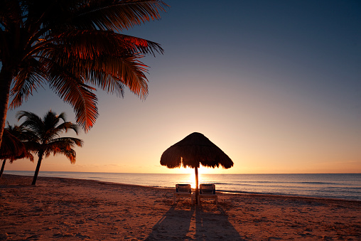 Twilight「Tropical Beach Sunset in Vacation Resort Hotel of Cancun Mexico」:スマホ壁紙(6)