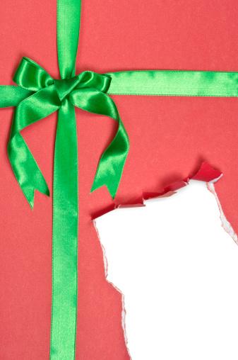 Christmas Paper「Torn Red Gift Box」:スマホ壁紙(16)