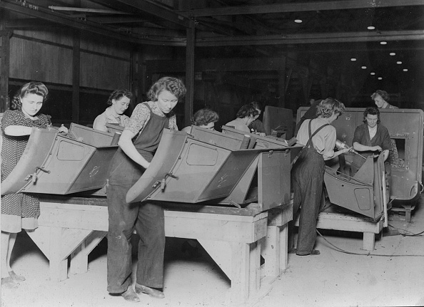 History「Ford Factory Women Workers During 2Nd World War. Creator: Unknown.」:写真・画像(10)[壁紙.com]