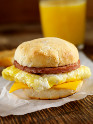Biscuit「Sausage and Egg Breakfast Sandwich」:スマホ壁紙(13)