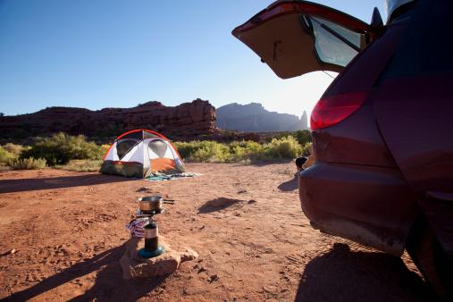 Tent「USA, Utah, Moab, Car and tent in desert」:スマホ壁紙(9)