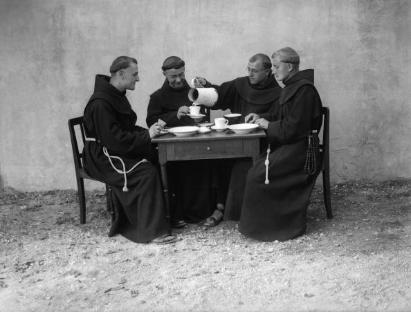 Pouring「Hungry Monks」:写真・画像(10)[壁紙.com]