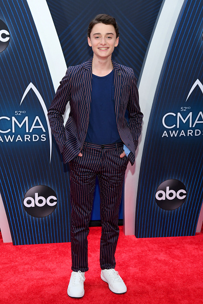 Noah Schnapp「The 52nd Annual CMA Awards - Arrivals」:写真・画像(3)[壁紙.com]