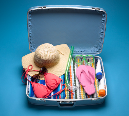 Colored Background「Suitcase Packed with Beach Wear」:スマホ壁紙(7)