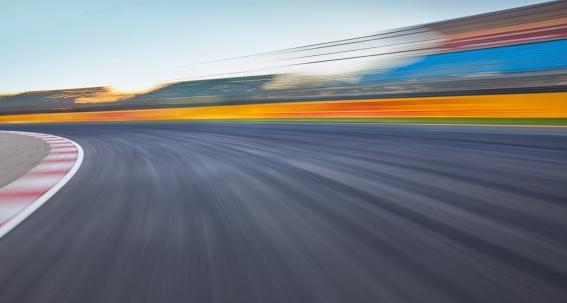 Motorsport「Empty race track background」:スマホ壁紙(17)