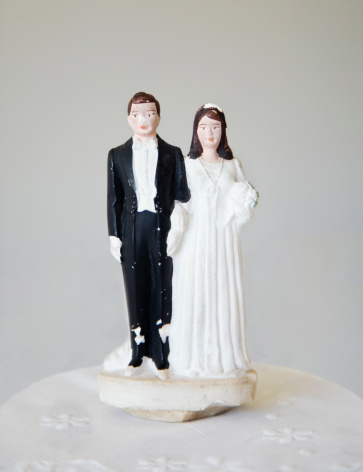 Kitsch「Vintage bride and groom wedding cake topper」:スマホ壁紙(17)
