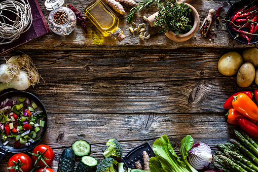 Onion「Cooking backgrounds: fresh vegetables and kitchen utensils frame」:スマホ壁紙(14)