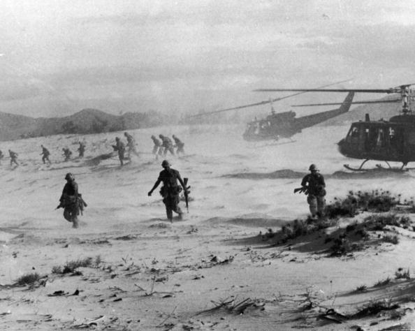 Army Soldier「Assault On Beach of South China Sea, Vietnam, 1967.」:写真・画像(3)[壁紙.com]