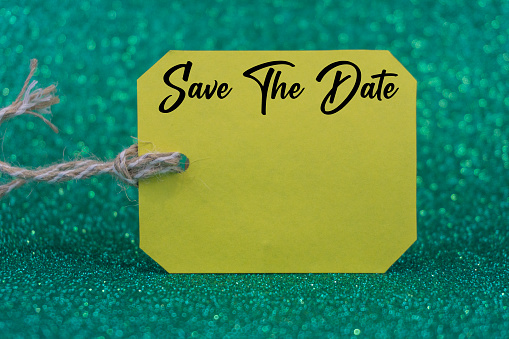 Kota Kinabalu「Save The Date word on green sales tag or label with green bokeh background.」:スマホ壁紙(18)