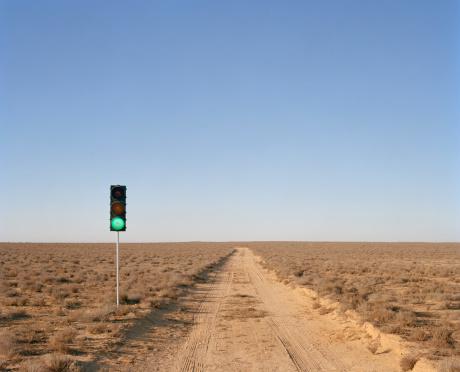 Bush Land「Green traffic light on desert road」:スマホ壁紙(18)