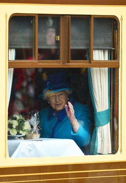 Train - Vehicle「Queen Elizabeth II Becomes Britain's Longest Reigning Monarch」:写真・画像(18)[壁紙.com]