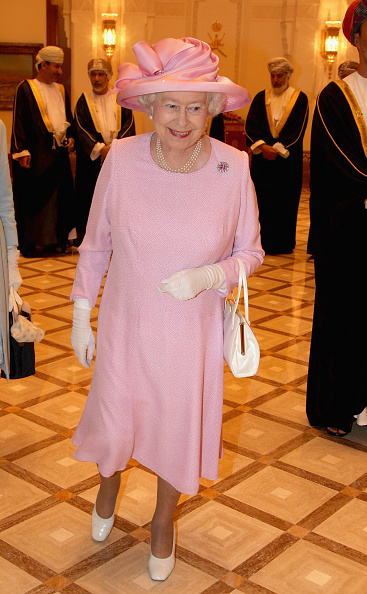 Pastel「Queen Elizabeth II And Prince Philip Visit Visit Oman - Day 1」:写真・画像(2)[壁紙.com]