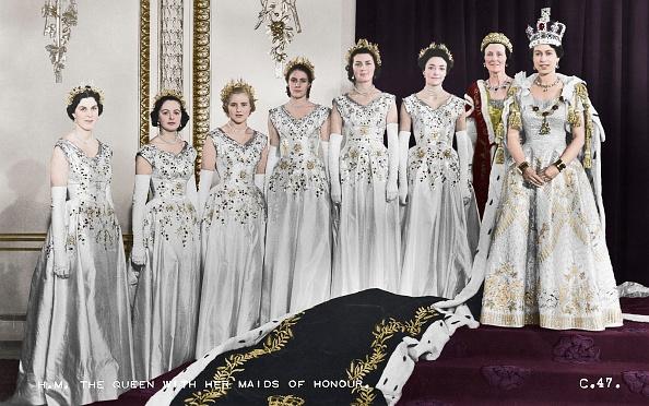 Women「Hm Queen Elizabeth Ii With Her Maids Of Honour」:写真・画像(7)[壁紙.com]