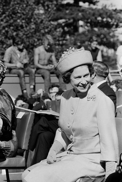 William Lovelace「Queen Elizabeth In New Zealand」:写真・画像(9)[壁紙.com]