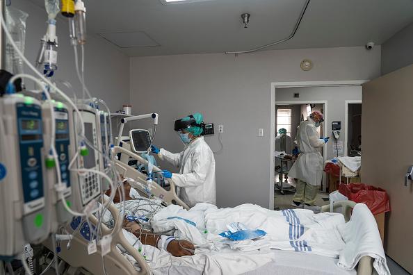 Illness「Texas Hospitals Cope With State's Surge In Coronavirus Cases」:写真・画像(8)[壁紙.com]
