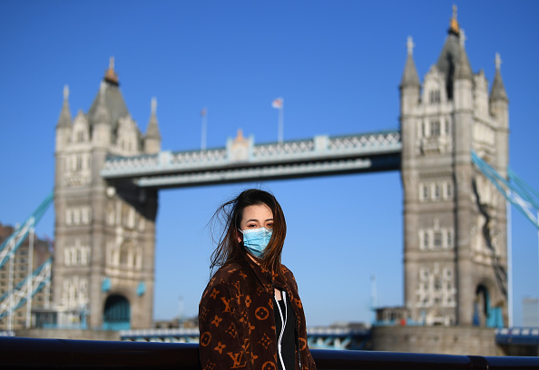 イギリス「The UK Adjusts To Life Under The Coronavirus Pandemic」:写真・画像(3)[壁紙.com]