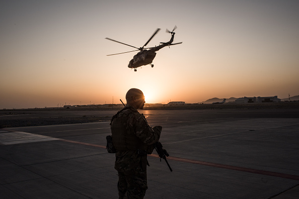 Airport Runway「United States Continues Role in Afghanistan as Troop Numbers Increase」:写真・画像(13)[壁紙.com]