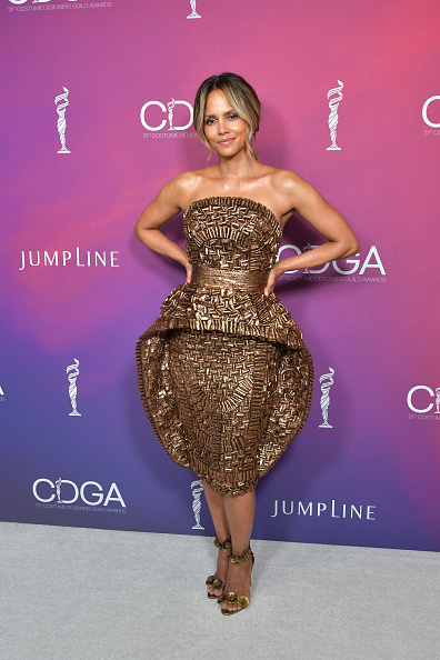 Gold Dress「21st CDGA (Costume Designers Guild Awards) - Backstage And Green Room」:写真・画像(14)[壁紙.com]