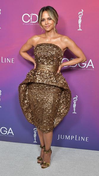 Gold Dress「21st CDGA (Costume Designers Guild Awards) - Backstage And Green Room」:写真・画像(2)[壁紙.com]