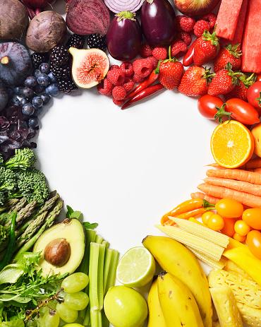 Love - Emotion「Spectrum of fruit & veg forming a heart shape」:スマホ壁紙(6)