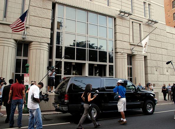 Federal Building「Lil' Kim Enters Federal Detention Center」:写真・画像(10)[壁紙.com]