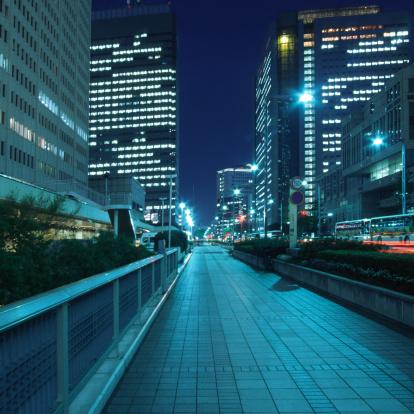 Tokyo - Japan「Walkway at night」:スマホ壁紙(6)