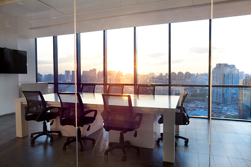 Asia「Meeting room with glass wall cityscape and sunset」:スマホ壁紙(12)